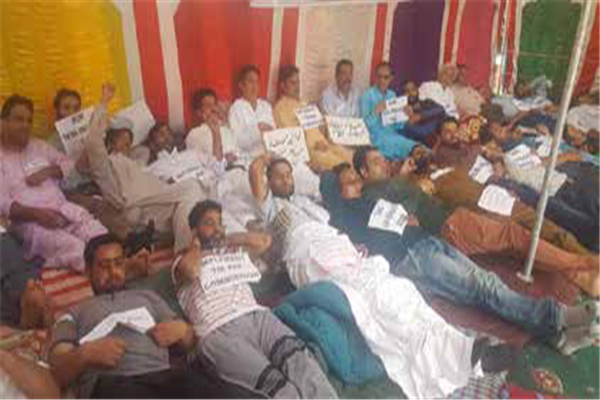 SSA teachers on hunger strike