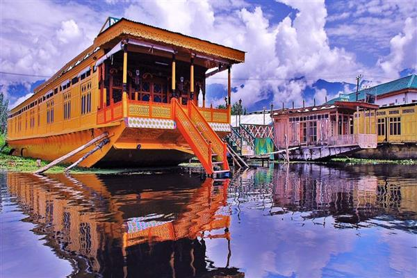 Govt rolls out Houseboats Policy